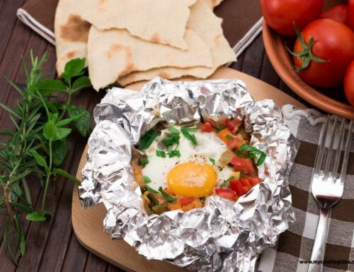 Uova al cartoccio con verdure