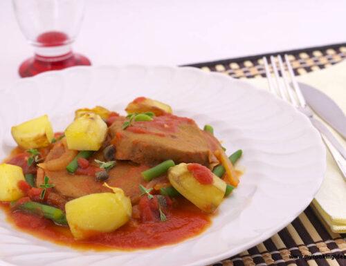 Seitan al pomodoro con patate e fagiolini