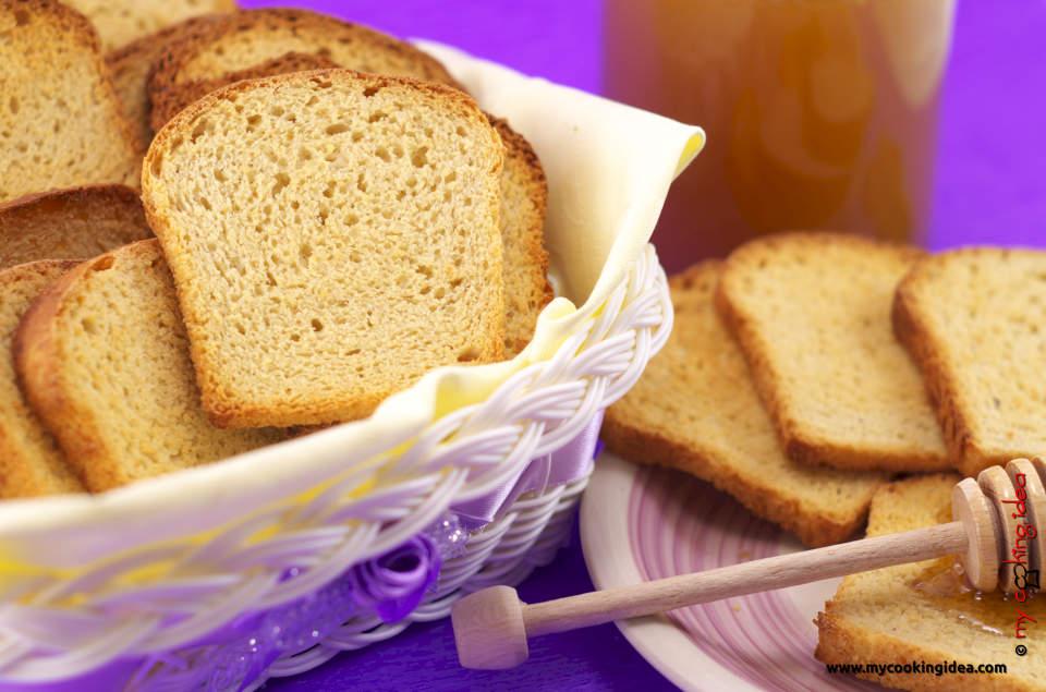 Fette biscottate con mandorle e miele
