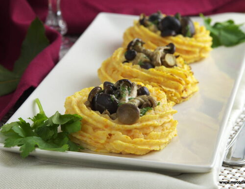Cestini di patate al forno con funghi