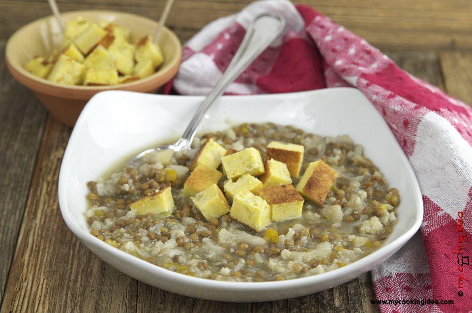Zuppa di lenticchie con dadini di mais, ricetta piatto unico