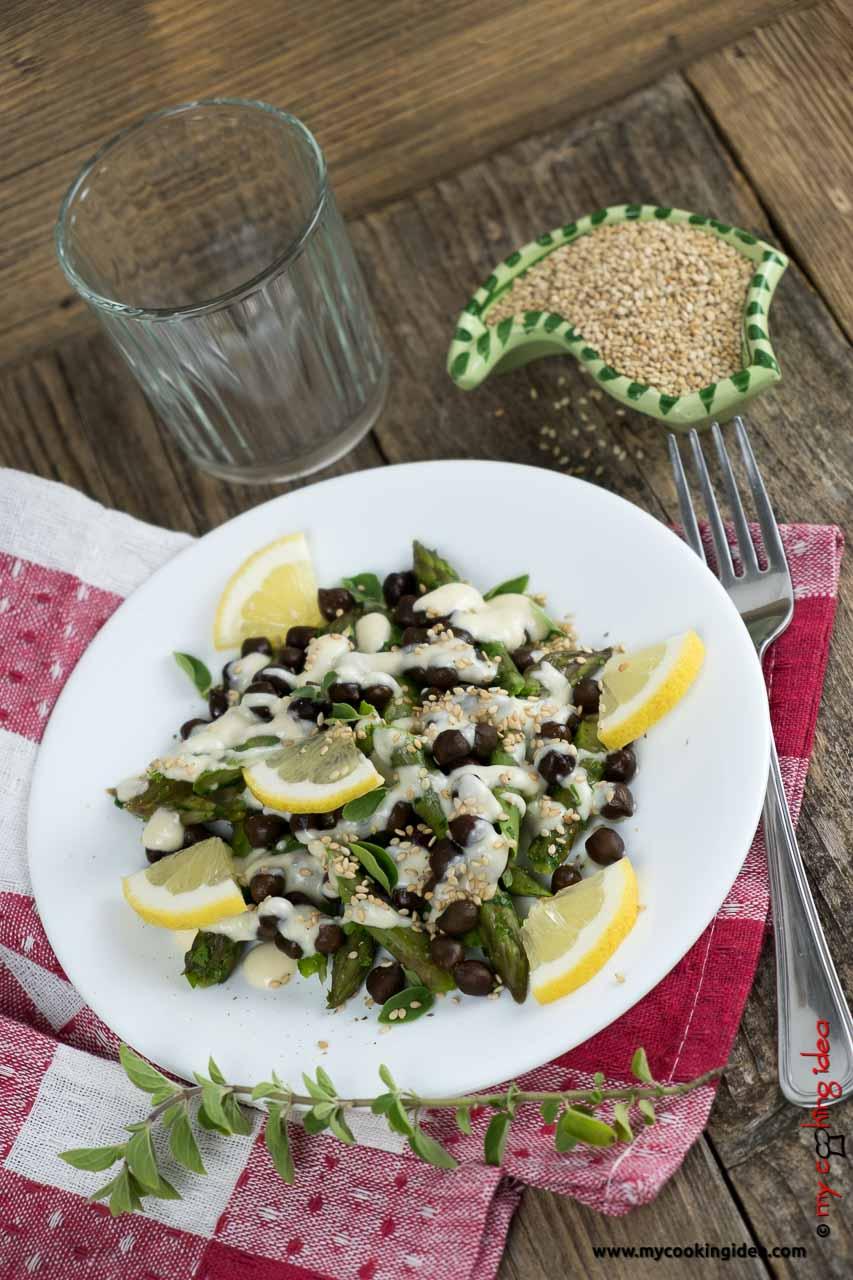 Insalata di ceci neri e asparagi | Ricetta facile con legumi