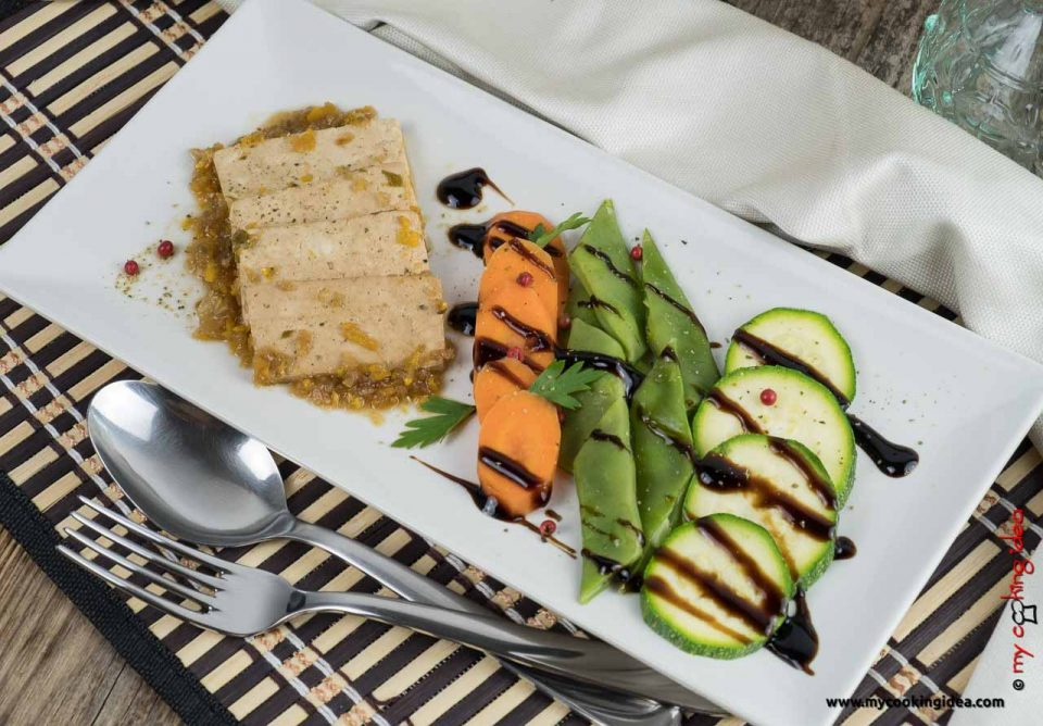 Tofu marinato con verdure di stagione | Ricetta vegana